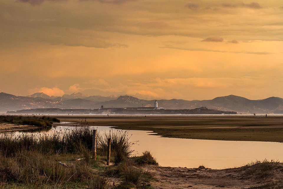 The beach of Los Lances in Tarifa, and Morocco in the background. Photography by Yeray Seminario, Birding The Strait.